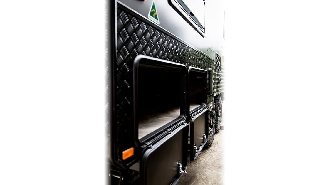 18f6-family-dual-axle-vortex-black-edition-exterior-photo-11